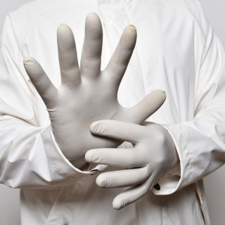 Първата фабрика за производство на нитрилни ръкавици в Европа ще е в Пловдив