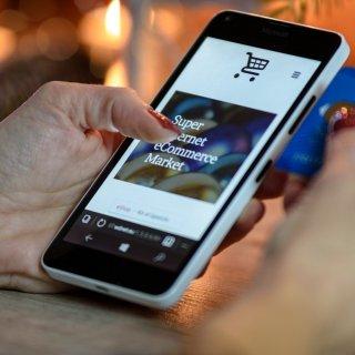 Разходите за доставка са най-важни за купувачите при избора на онлайн магазин
