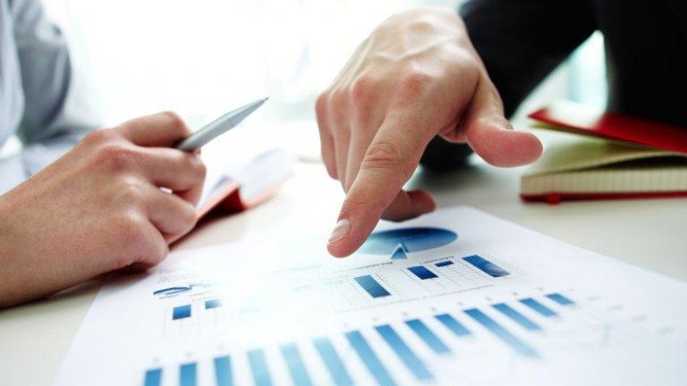 Секторът на услугите и търговията на дребно оказват натиск върху бизнес климата в България през декември